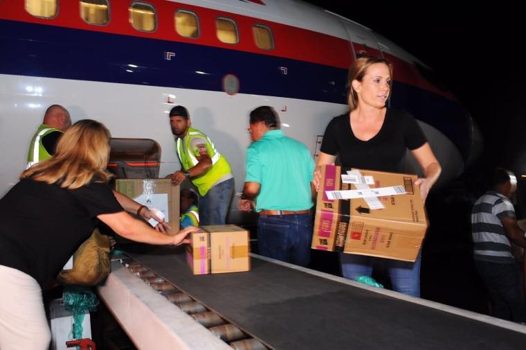 Foto de Natalia Denegri entrega ayuda humanitaria en Puerto Rico