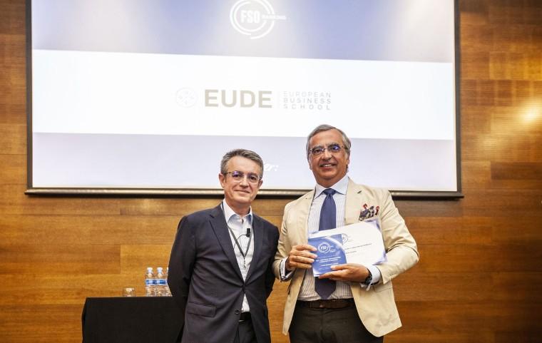 Foto de EUDE recoge el premio FSO