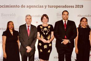 Barceló reconoce a sus colaboradores locales en El Embajador