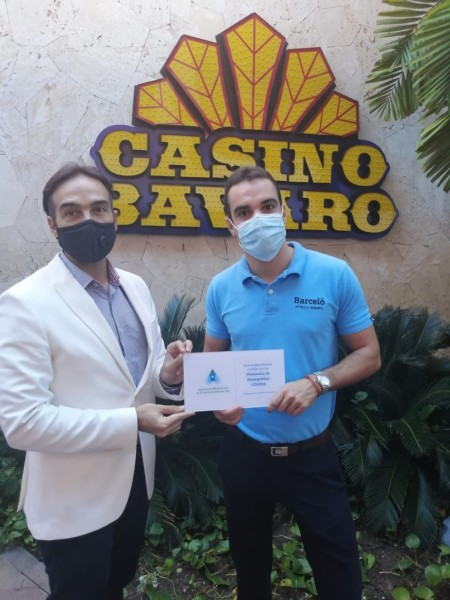Foto de entrega certificación